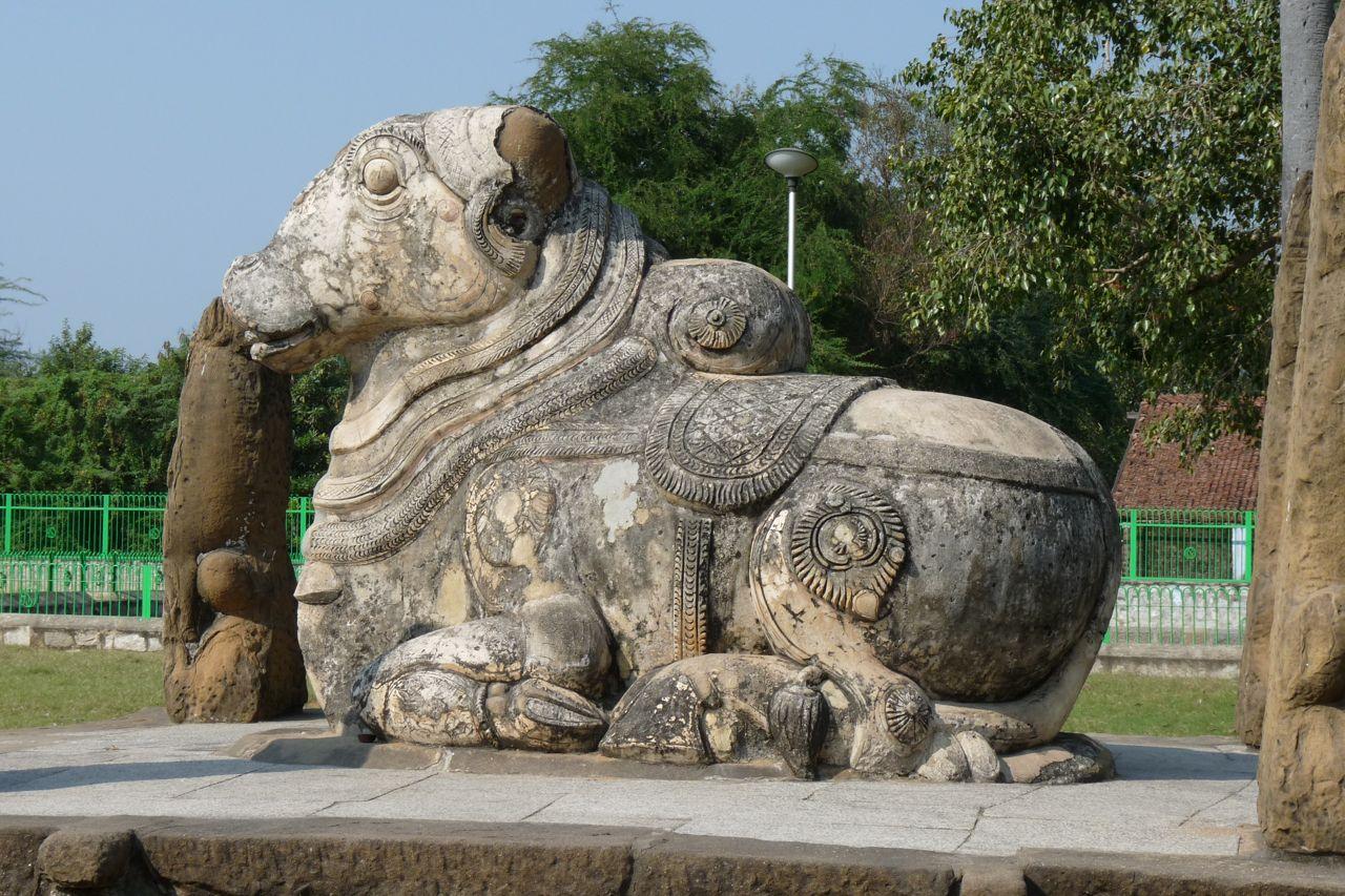 Kanchipuram - Taureau à l'entrée