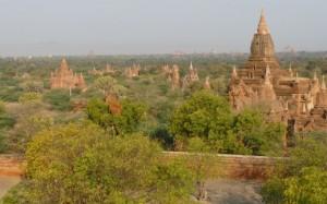 La plaine de Pagan offre une vue somptueuse sur plus de 2000 temples et pagodes.