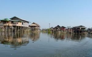 Village lacustre sur le lac Inle