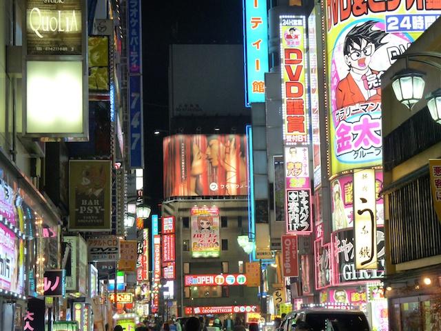 Quartier Shinjuku la nuit